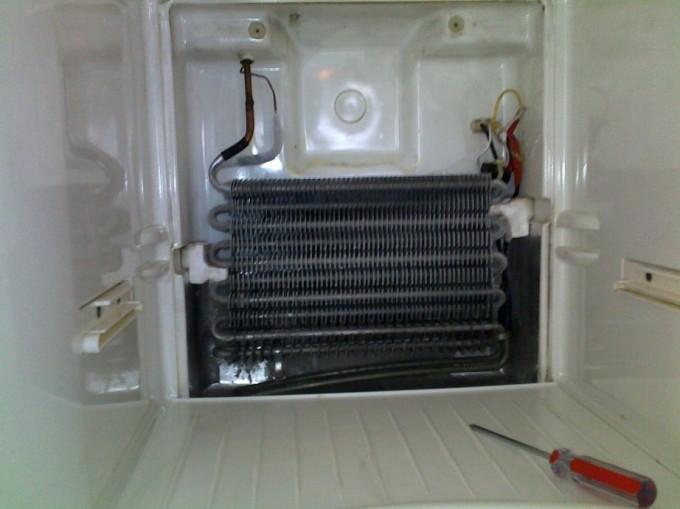 Saldytuvo kompresorius karstas